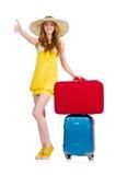 Chica joven con los pulgares del estuche de viaje para arriba Fotos de archivo libres de regalías