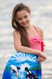 Chica joven con los soportes en su sonrisa de los dientes Foto de archivo libre de regalías