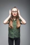 Chica joven con los vidrios Imagenes de archivo