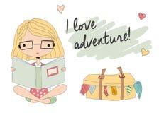 Chica joven con los vidrios que lee un libro, maleta llena ilustración del vector