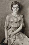 Chica joven con los vidrios redondos Imagen de archivo libre de regalías