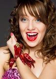 Chica joven con pimienta del cili Foto de archivo libre de regalías