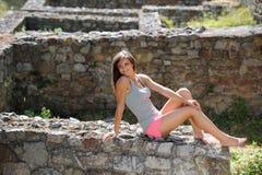 Chica joven con ropa del verano Imagen de archivo libre de regalías
