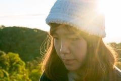 Chica joven con salida del sol Fotografía de archivo libre de regalías
