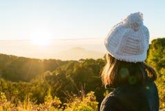 Chica joven con salida del sol Fotografía de archivo