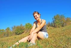 Chica joven con sonrisa hermosa Imagenes de archivo