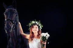 Chica joven con su caballo Imágenes de archivo libres de regalías