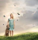 Chica joven con su perro Fotografía de archivo libre de regalías