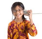 Chica joven con Tin Can Telephone V Fotos de archivo