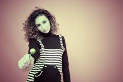 Chica joven con un Lollipop Imagenes de archivo