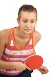 Chica joven con un ping-pong de la raqueta Fotografía de archivo