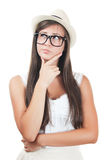 Chica joven con un sombrero aislado en blanco Imagen de archivo
