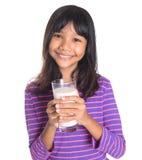 Chica joven con un vidrio de la leche IV Foto de archivo