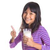 Chica joven con un vidrio de la leche IX Fotografía de archivo