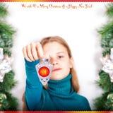 Chica joven con una luz de la Navidad 2015 Foto de archivo libre de regalías