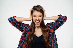 Chica joven de Dissapointed que cubre sus oídos Fotos de archivo