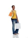 Chica joven del afroamericano con el bolso de compras Fotografía de archivo