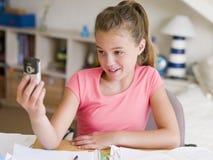 Chica joven distraída de su preparación Fotografía de archivo