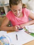 Chica joven distraída de su preparación Foto de archivo libre de regalías