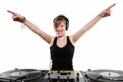 Chica joven DJ que presenta en las placas giratorias Foto de archivo