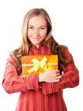 Chica joven dulce con los regalos de Navidad Foto de archivo libre de regalías