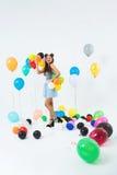 Chica joven elegante que presenta en fondo de lujo después de partido de la escuela Imagen de archivo libre de regalías