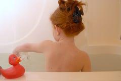 Chica joven en baño Foto de archivo