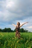 Chica joven en campo Imágenes de archivo libres de regalías