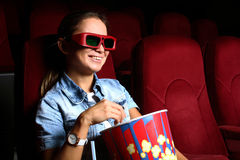 Chica joven en cine Imagen de archivo libre de regalías