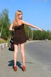 Chica joven en el camino Imagen de archivo