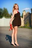 Chica joven en el camino Foto de archivo