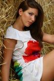 Chica joven en el campo Fotos de archivo