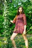 Chica joven en el jardín. Imágenes de archivo libres de regalías