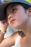 Chica joven en el pensamiento del casquillo Imagen de archivo libre de regalías