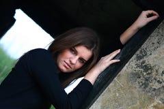 Chica joven en el ruins6 imagenes de archivo