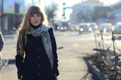 Chica joven en el sol de la tarde Imágenes de archivo libres de regalías