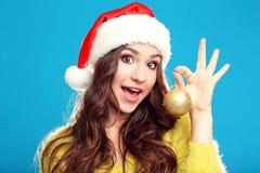 Chica joven en el sombrero de Santa Imagen de archivo libre de regalías
