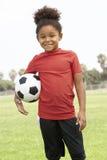Chica joven en equipo de fútbol Foto de archivo libre de regalías