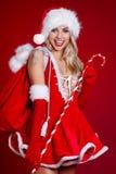 Chica joven en equipo de la Navidad Mujer con el regalo de la caja de la cinta sant Fotos de archivo