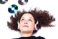 Chica joven en headphotes Imagenes de archivo