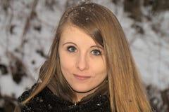 Chica joven en invierno Imagenes de archivo