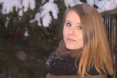 Chica joven en invierno Foto de archivo libre de regalías