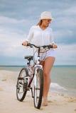 Chica joven en la bicicleta Foto de archivo libre de regalías