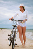 Chica joven en la bicicleta Fotografía de archivo