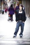 Chica joven en la calle Fotos de archivo libres de regalías