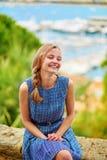 Chica joven en la colina de Le Suquet en Cannes Foto de archivo libre de regalías