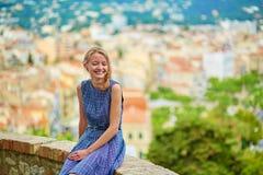Chica joven en la colina de Le Suquet en Cannes Fotos de archivo libres de regalías