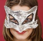 Chica joven en la máscara decorativa Foto de archivo