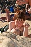 Chica joven en la playa con el pelo mojado Imagen de archivo libre de regalías
