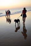 Chica joven en la playa Costa Ballena en Chipiona, costa del diz del ¡de CÃ, Andalucía, España Fotos de archivo libres de regalías